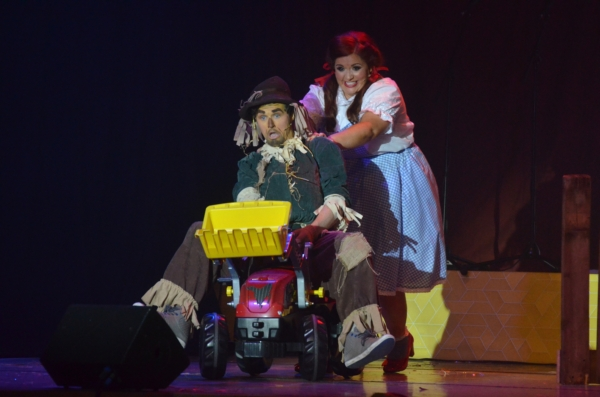 Panto 2015-12-05 356 Yellow Road